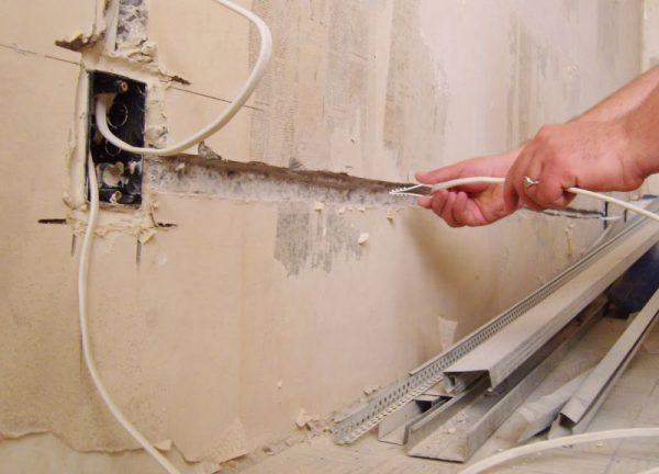 Демонтаж старых проводов при замене проводки
