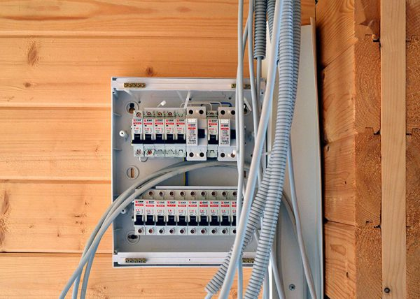 Правила установки электрощитка в бане