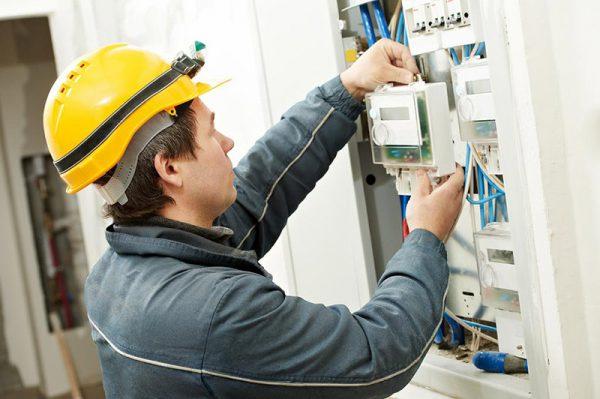 Кто должен менять счетчик электроэнергии в квартире