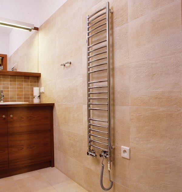 Полотенцесушитель электрический с розеткой в ванной