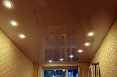 Расположение точечных светильников на потолке
