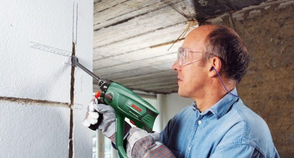 Штробление стен при замене электропроводки