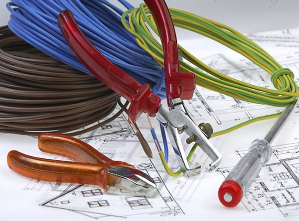 Монтаж электропроводки в здании