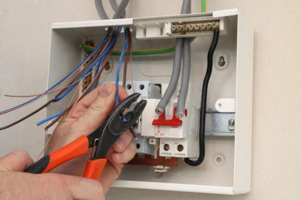 Заведение проводов в электрощит при замене проводки