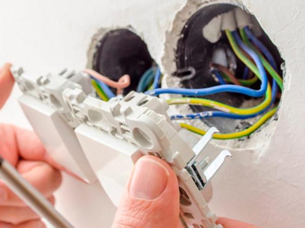 Установка выключателей на стену