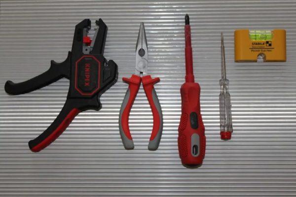 Инструменты для починки розеток