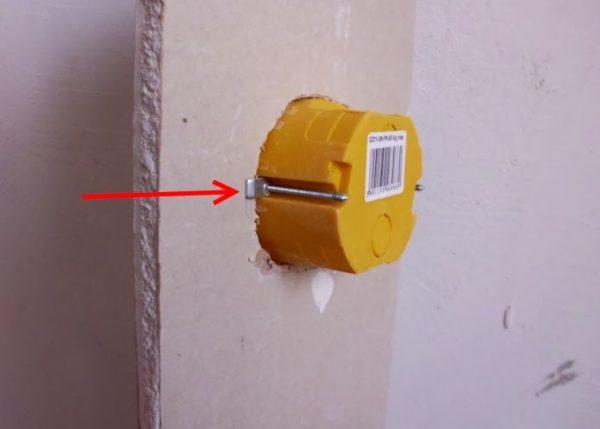 Установка подразетника в стену из гипсокартону