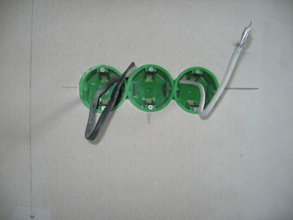 Монтаж подрозетников для блока розеток