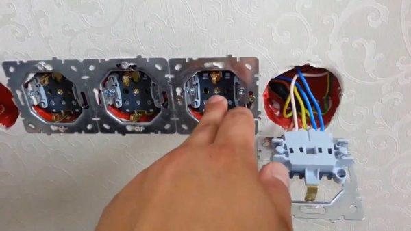 Подсоединение проводов к розеткам