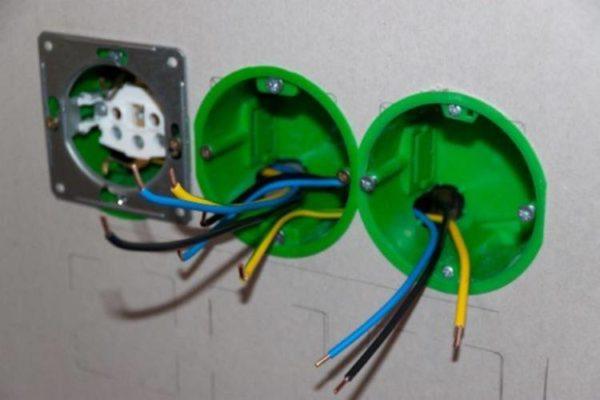 Подсоединение проводов к тройной розетке