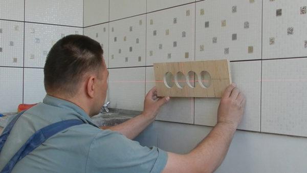 Разметка стены под установку блока розеток