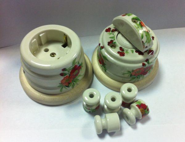 Керамические розетка и выключатель под старину