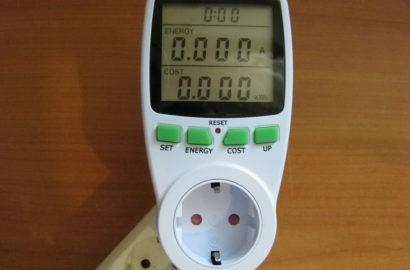 Розетка с индикатором потребляемой мощности