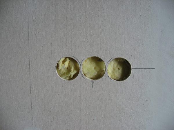 Установка блока розеток в стене из гипсокартона