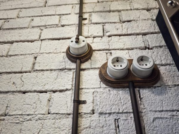 Ретро розетки в интерьере в стиле лофт
