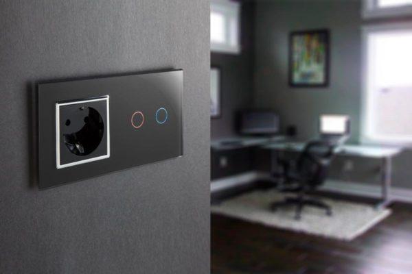 Розетка и сенсорный выключатель в стиле хай-тек