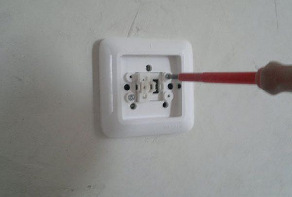 Демонтаж неисправного выключателя