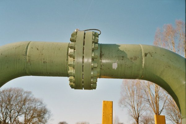 Заземляющие перемычки на фланцевом соединении трубопровода