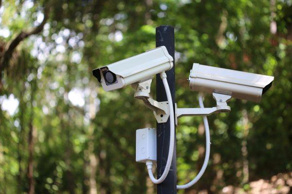 Внешняя аппаратура систем видеонаблюдения должна быть защищена от молний