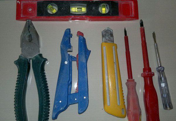 Инструменты для установки выключателя