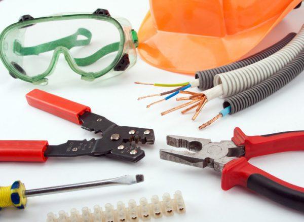 Инструменты и материалы для монтажа проходных выключателей