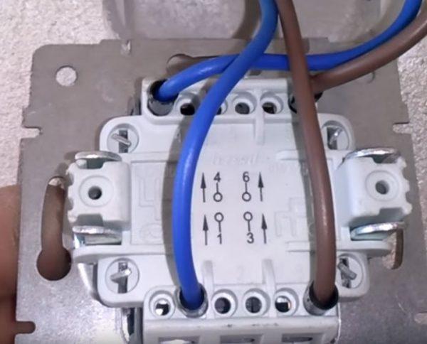 Клавишный перекрестный выключатель