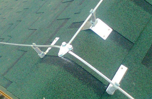 Крепление молниеприемников на крыше