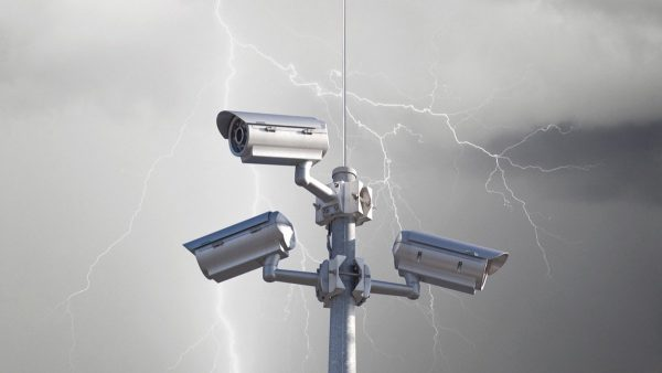 Стержневой молниеприемник для защиты камер от молний