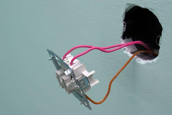 Монтаж выключателя для вытяжки в ванной