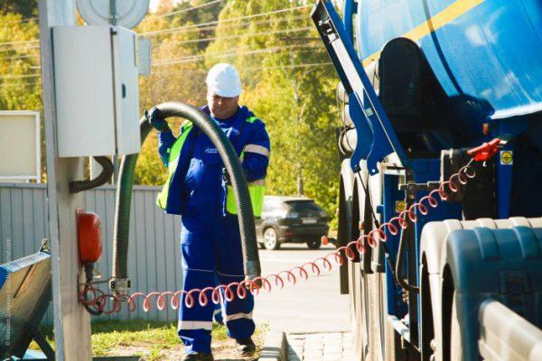 Подключение бензовоза к заземлению на АЗС
