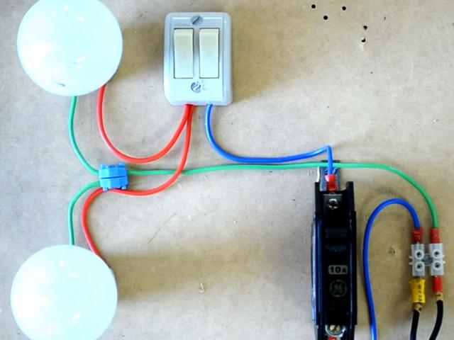 Как подключить два выключателя света для независимого управления лампами