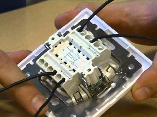 Характеристики и схема подключения перекрестного выключателя