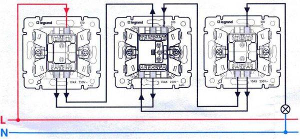 Подсоединение трех проходных выключателей