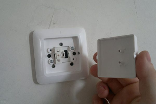 Разборка одноклавишного выключателя