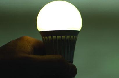 LED-лампа светится после отключения