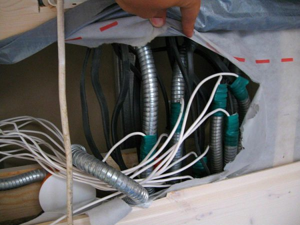 Заземление металлорукавов обеспечивает надежную сработку автоматов защиты