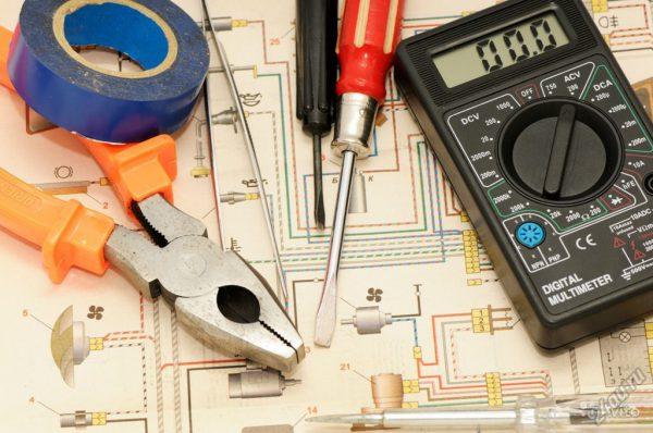 Набор инструментов для ремонта выключателя