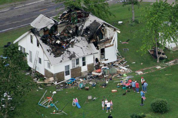 Отсутствие заземления металлической крыши может привести к пожару