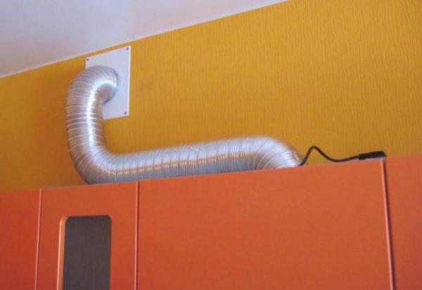 Переход гибкого воздуховода через стену