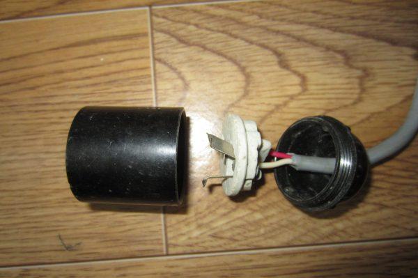 Если не горит светильник сначала нужно проверить лампу и патрон