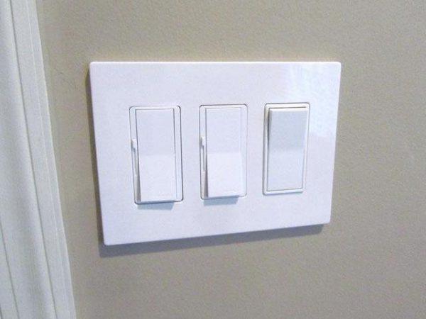 Тренхклавишный проходной выключатель