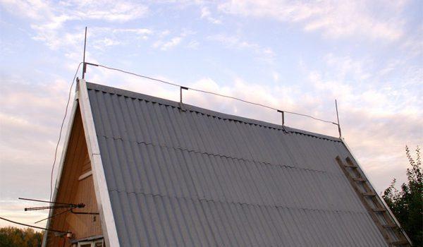 Размещение тросового молниеприемника на крыше