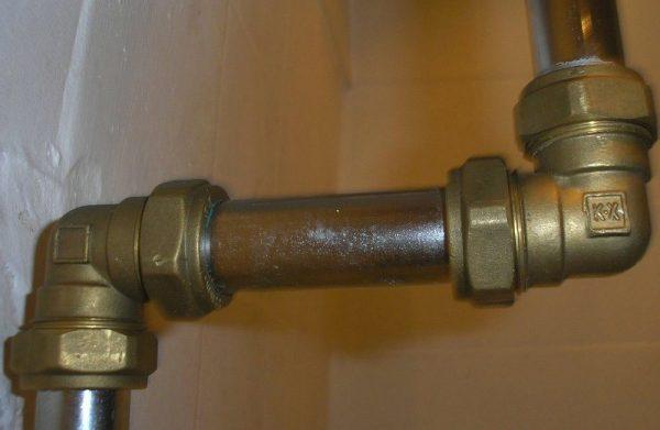 Соединение водопроводных труб из разных металлов