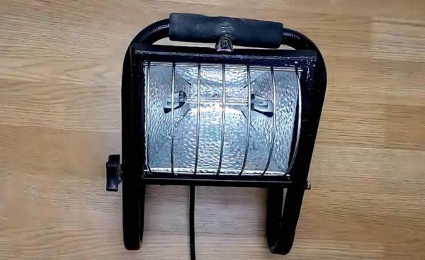 Галогенный прожектор применяется в случаях когда требуется интенсивное освещение