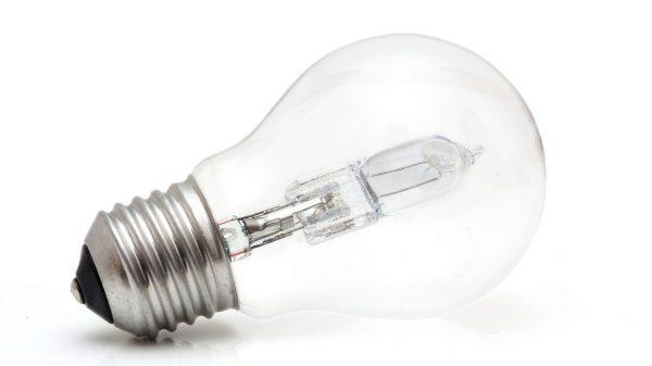 К галогеновой лампе нельзя прикасаться голыми руками
