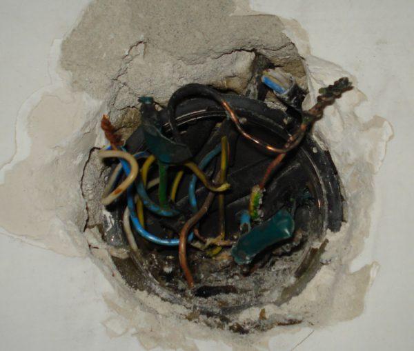 Плохой контакт проводов в распред коробке