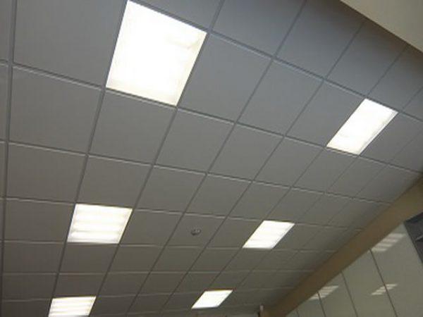 Потолок Армстронг со светодиодными светильниками