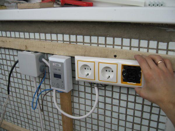 Прокладка электрики на балкон