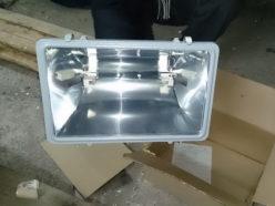Распаковка галогенного прожектора