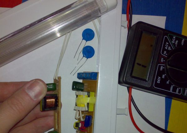 Осуществление ремонта энергосберегающей лампы своими руками
